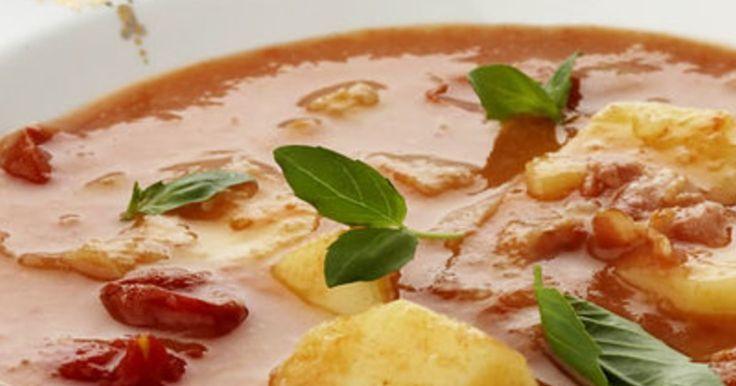 Deze volle soep is heerlijk voor een gure herfstavond. Doordat je de helft mixed is het een dikke substantie geworden. Je kan ook alles mixen voor een gladde soep zonder stukjes.