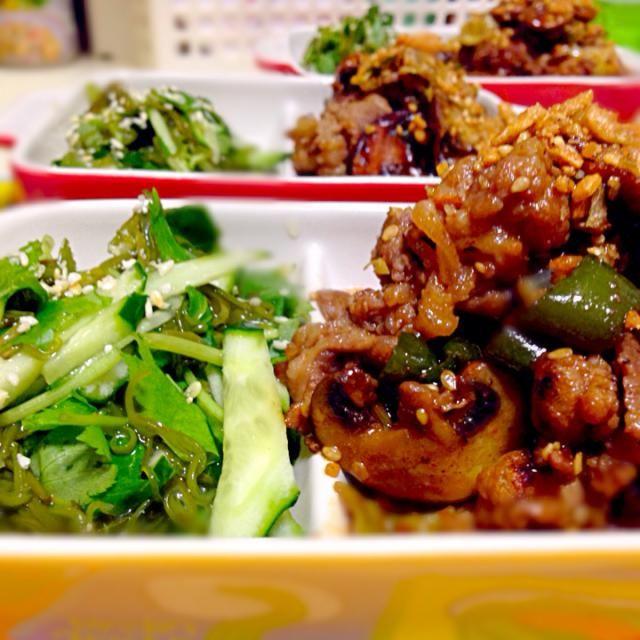 うまうま、おかず(((o(*゚▽゚*)o))) - 98件のもぐもぐ - 牛肉炒めと味付けメカブの和え物(≧∇≦) by qpchan