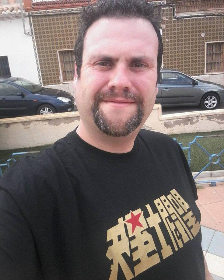 Estrenando camiseta que compre ayer. Que chula esta. Buenos dias y feliz lunes! #estrenando #camiseta #friki #saintseiya #seiya #loscaballerosdelzodiaco #oscavaleirosdozodiaco #leschevaliersduzodiaque #buenosdias #felizlunes #bear #beard #barba #perilla #hairy by hyogaraul