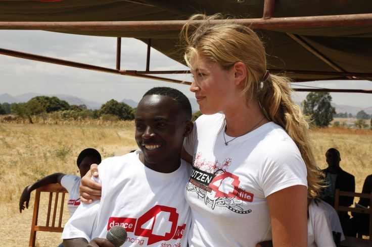 Doutzen Kroes in Tanzania (Photo: Annelies Damen).
