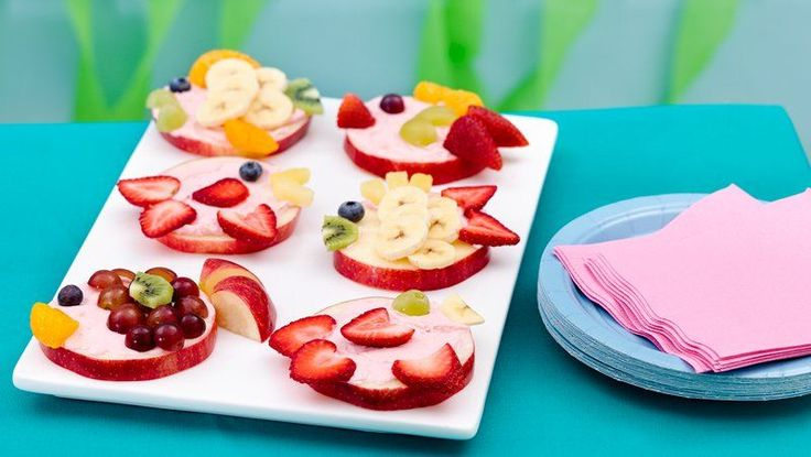 A fun fruity fish makes a great party snack or picnic treat.  The instructions are weird but cute idea