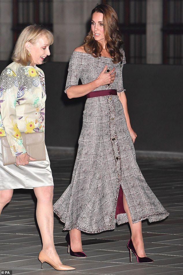 Kate opts for daring bateau neckline favoured by Meghan  3e0009710