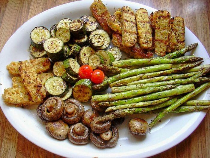 Секрет мангальщика: всего 10 минут в этом маринаде подарят овощам-гриль необыкновенный вкус!