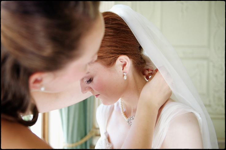 Minna getting ready - reportage wedding photography London
