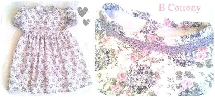 Vestido rodado cru com flores cor de rosa e cinzentas com renda de algodão cinzenta - Ecru dress with gray and pink flowers and gray cotton lace