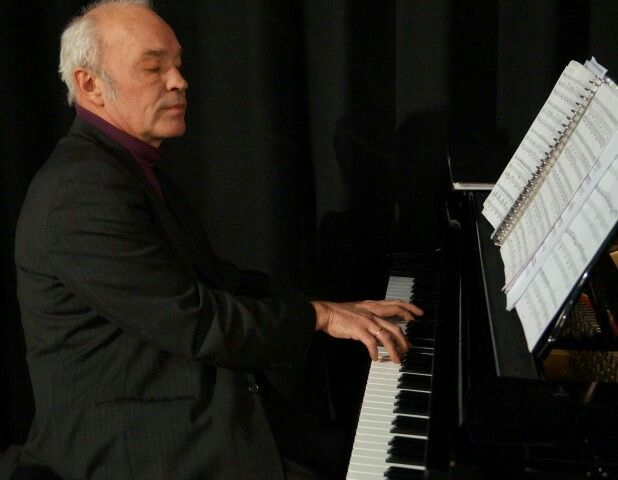 Pianist Armin Segger performing his own solo composition 'From far'.