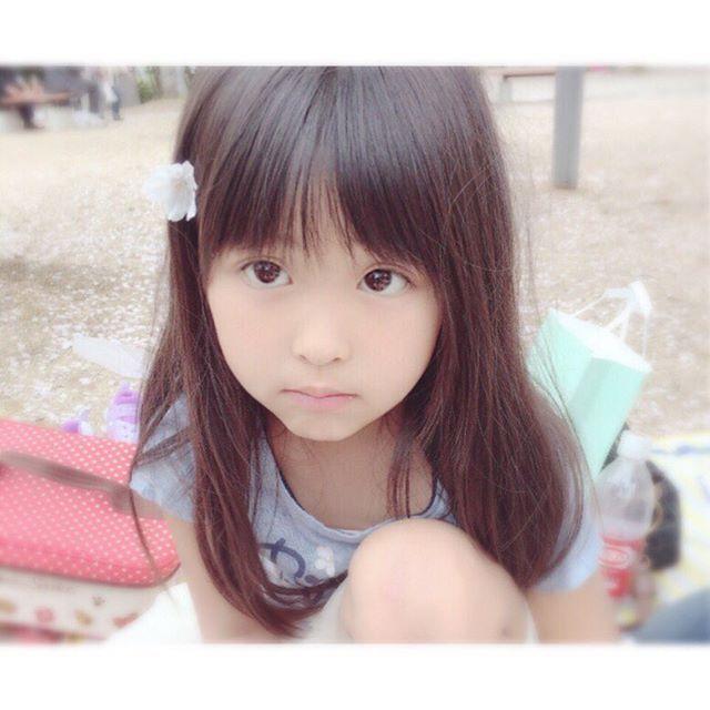 【hina.hina615】さんのInstagramをピンしています。 《ゴールデンタイム中のお嬢とかあかはこれから漫画タイム久しぶりに物欲でてきた、前開きのニットベスト、フリンジの靴、キャップ‥近々ユニクロ行こっかな⍨⃝ . #向日葵#娘#女の子#子供#こども#キッズ#kids#ig_kidsphoto#mamapo_official#kids_Japan#love#愛娘#親バカ#ママ#ママリ#コドモノ#親子#子育て#ひなんちゅ#成長日記#桜#春の写真#前髪切ろうよって言ったら全力で拒否された#短いの可愛いと思うんだけどなあ⍨⃝》