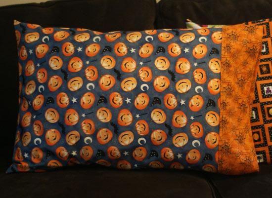 DIY Pillowcases : DIY Halloween Pillowcases DIY Pillowcase DIY Home DIY Decor & 249 best DIY PILLOWCASES images on Pinterest | Cushions ... pillowsntoast.com