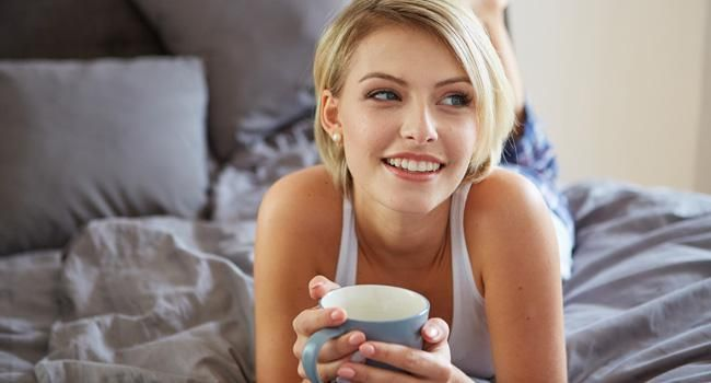 Emagrecer dormindo pode parecer um sonho para a maioria das pessoas que luta contra a balança. O fato, porém, não é tão milagroso quanto parece, já que uma boa noite de sono é essencial para a perda de peso, especialmente se você apostar em algumas bebidas que ajudam no processo. Confira abaixo o que você deve