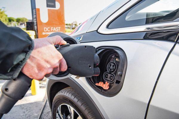 Gm Is Smartening Up Its Bolt Ev Smartphone App Electric Cars