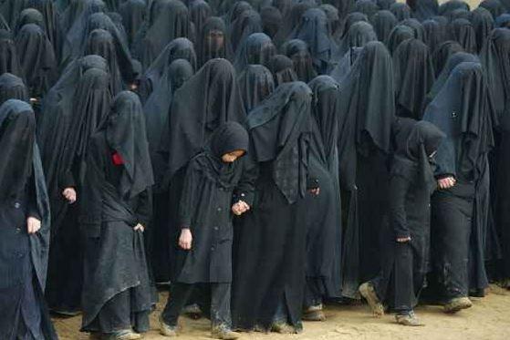 machismo en su máxima expresión: burka o burqa, ropa tradicional usadas por mujeres en algunos países de religión islámica
