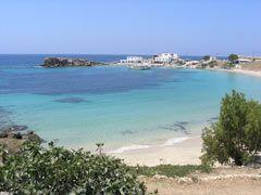 La spiaggia prende il nome dal paesino di Lefkos.