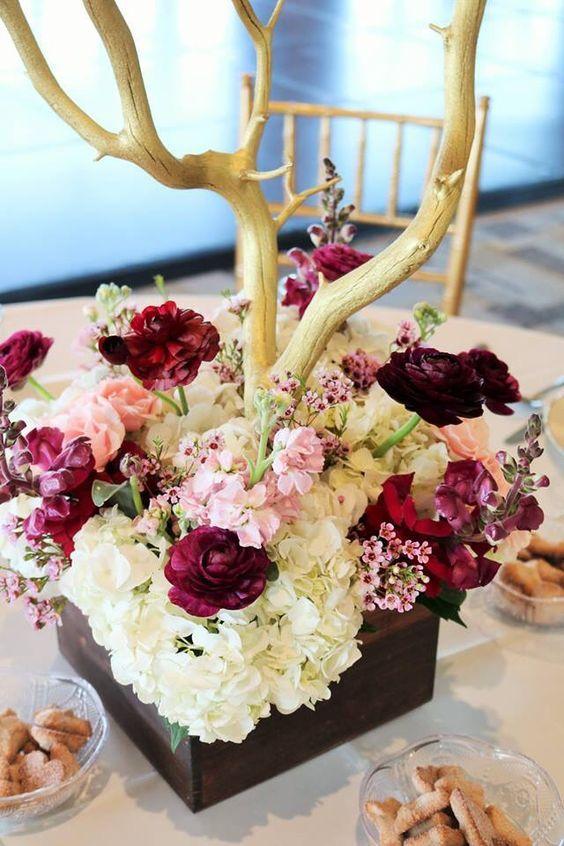 pieza central de color rosa y burdeos con manzanita de oro