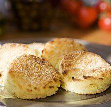 """Oblíbené bramborové nočky (vItálii čteme """"ňoky"""") se dělají po celé Itálii. Ovšem Italové umějí i noky ze semoliny nebo dýně. Znamenité nočky můžete ochutnat vLombardii a přitom je připravují docela prostě – jen s máslem a šalvějí."""