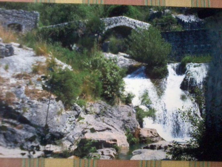 Ponte romano con cascata  S'Angelo a Fasanella