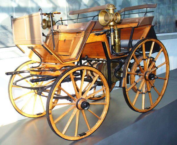 Daimler Kutsche - 1886   ===>  https://de.pinterest.com/rfojkar/automobilgeschichte/   ===>  https://de.pinterest.com/pin/294563631859848915/