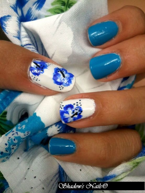 Shadow's Nail art: Hibiscus Nail art - The Beauty Thesis