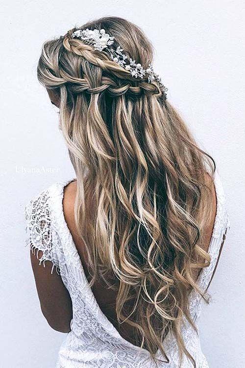 Se inspire em 140 penteados para noiva de diferentes tipos: penteados para noiva com cabelo preso, solto, trança, cabelo curto e muito mais.