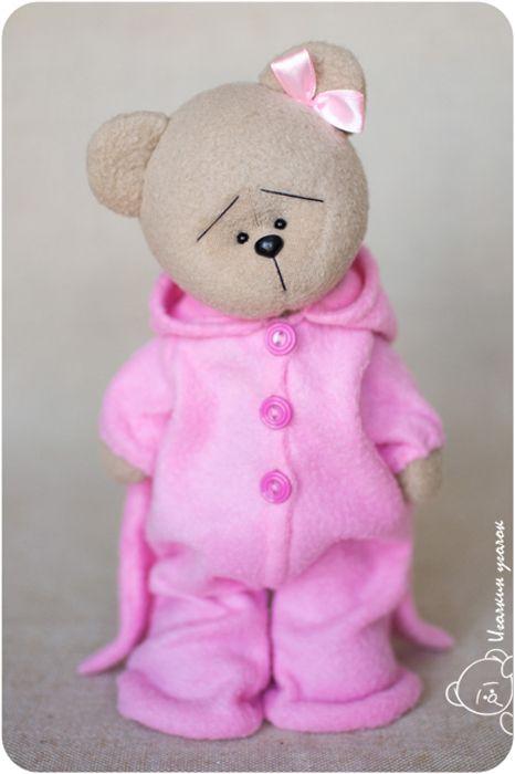 Это мишутка, которая очень любит спать.     This is the teddy bear who loves sleeping very much.         Это мишутка, которая верит, ч...