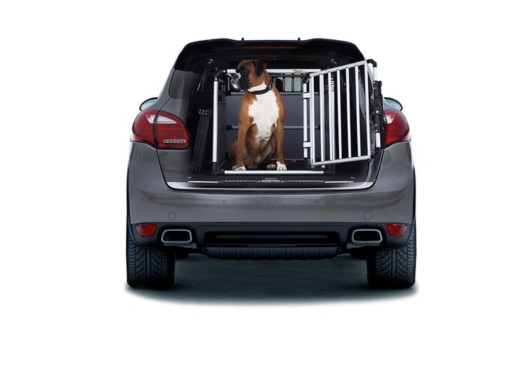 4pets dog crate. Surely with Proline 13 different sizes to fit your car. Find your dog kennel - Made in Switzerland, Approved by TUV and vets. Buy at NTS.no if you live in Norway