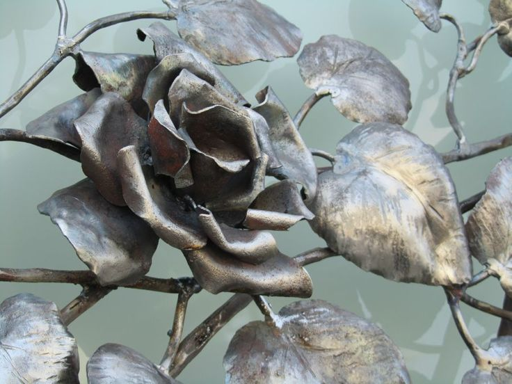 Wrought iron rose.  For more information: www.progettoartepoli.com