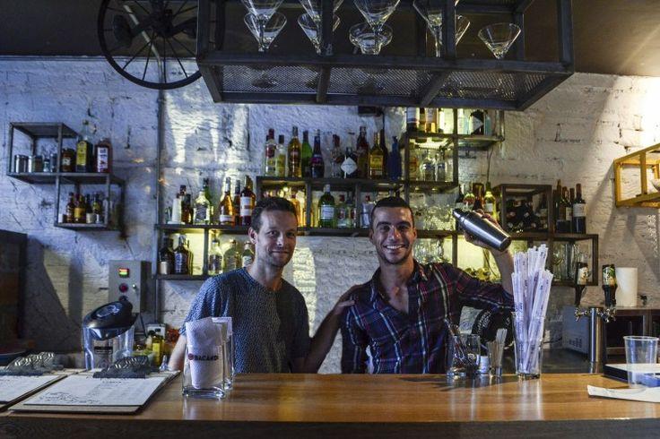 Craig (left) and one of the bartenders at Barrio Central Cafe Bar   #BarrioCentralCafeBar #pub #local #SanJoaquin #Laureles #La70 #BarrioCentral #Cafe #Bar