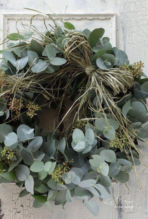 Krans @ GoedGevonden : Eucalyptus met raffia verwerking