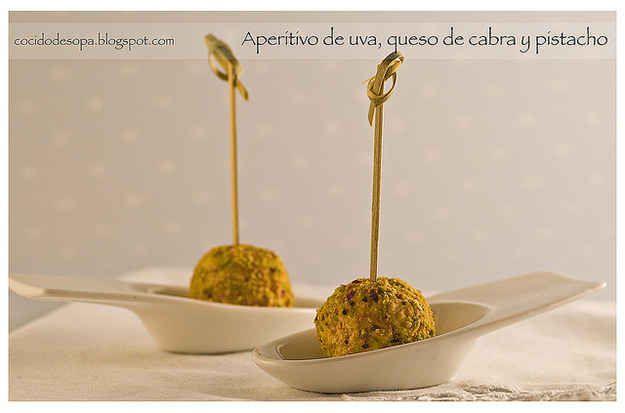 Aperitivo de queso de cabra, uva y pistacho: