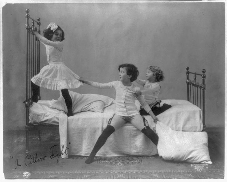 C 1905 A Pillow Fight Fantasmo Pinterest