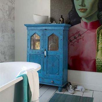 renk renk dekorasyon fikirleri mobilya duvar perde yastik hali renk uyumu mavi banyo dolabi