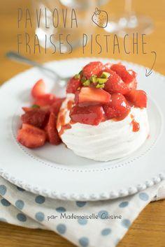 Minis Pavlova fraises et pistache trop bonnes ! #recette #recipe #pavlova #fraise #strawberry
