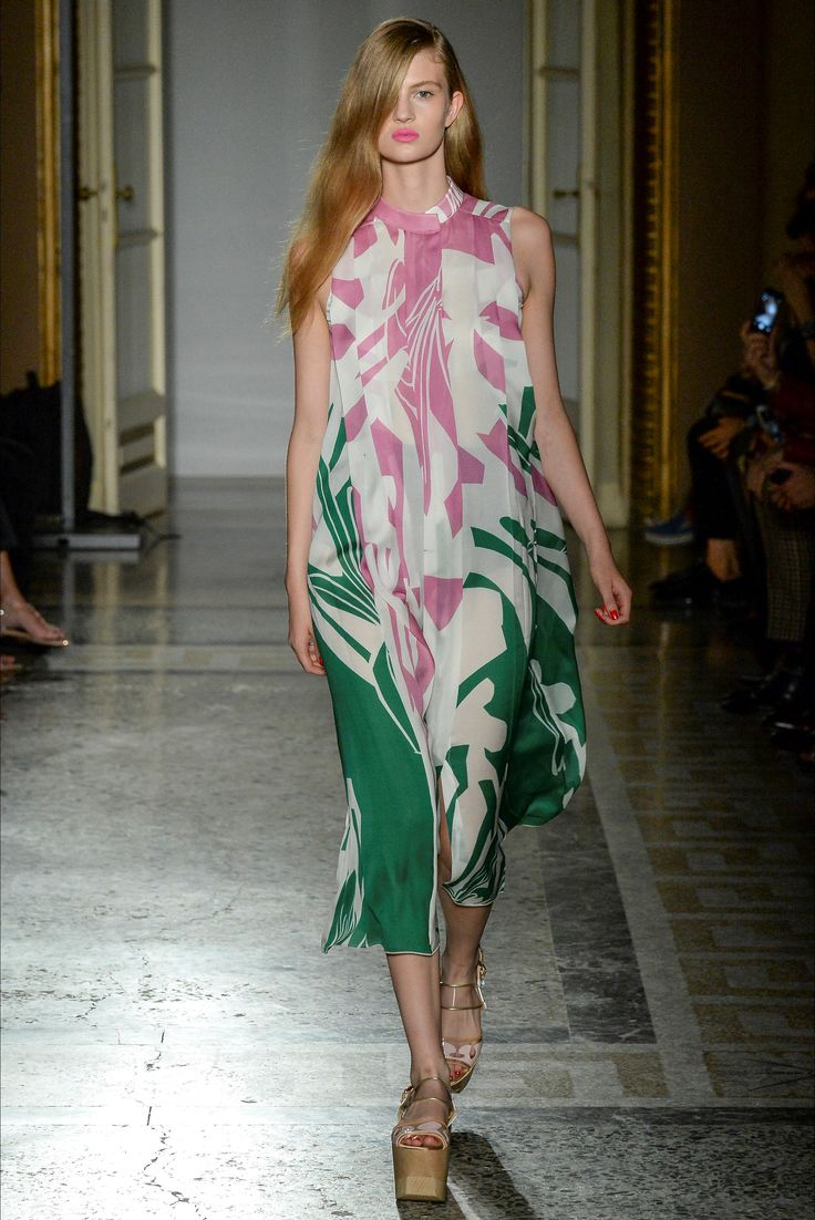 Aquilano.Rimondi - Spring Summer 2015 Ready-To-Wear - Shows - Vogue.it