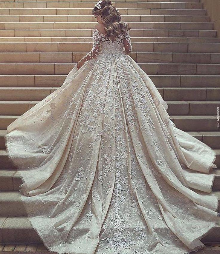 Is this your dreamdress?? #weddings #weddings #weddingday #weddingidea #weddinginspiration #weddingdream #weddingdreams #dream #weddingdress #weddinggown #dress #gown #dreamdress #bridedress #bride #dreambride http://gelinshop.com/ipost/1524714073593014511/?code=BUo318kjOjv