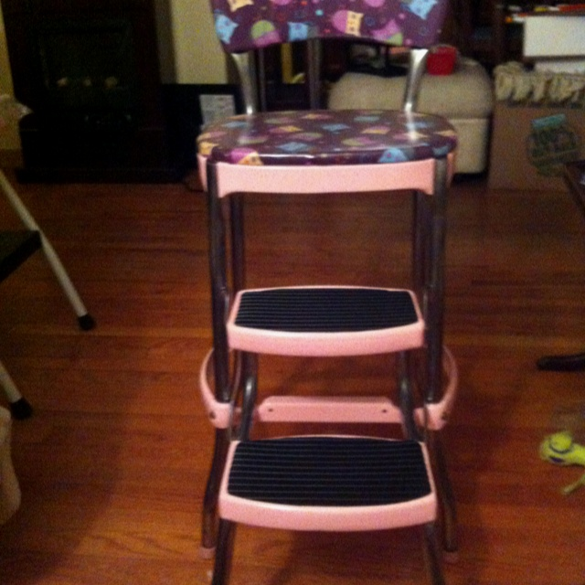 My vintage Cosco step stool I repainted and reupholstered. I also put new rubber tread & 12 best painted Cosco step stool images on Pinterest | Step stools ... islam-shia.org