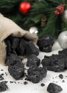 Carbón dulce de Reyes, receta paso a paso Carbón dulce. Si no hemos sido del todo buenos, los Reyes Magos nos traerán carbón dulce de regalo. Receta de carbón dulce paso a paso.