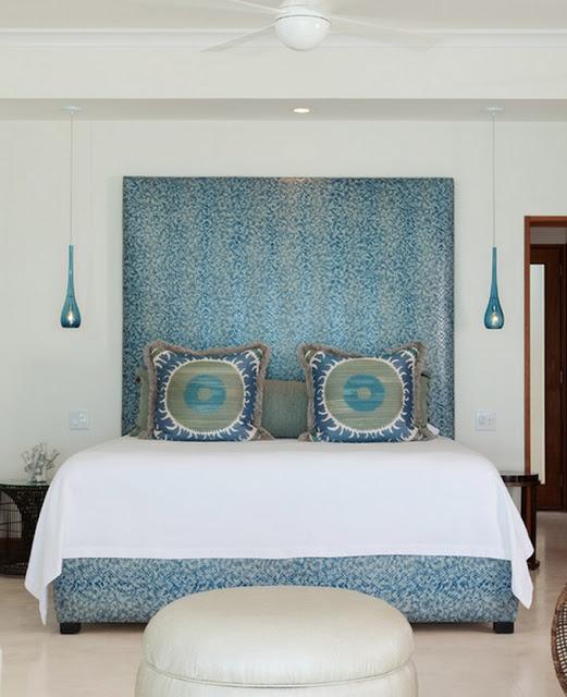 Mavi yatak başı....