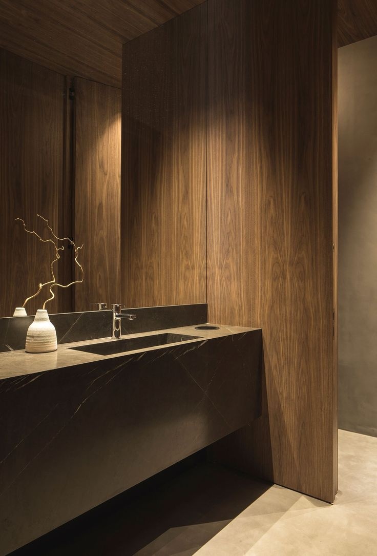 Materiales nobles en cuarto de baño (Francesc Rifé).