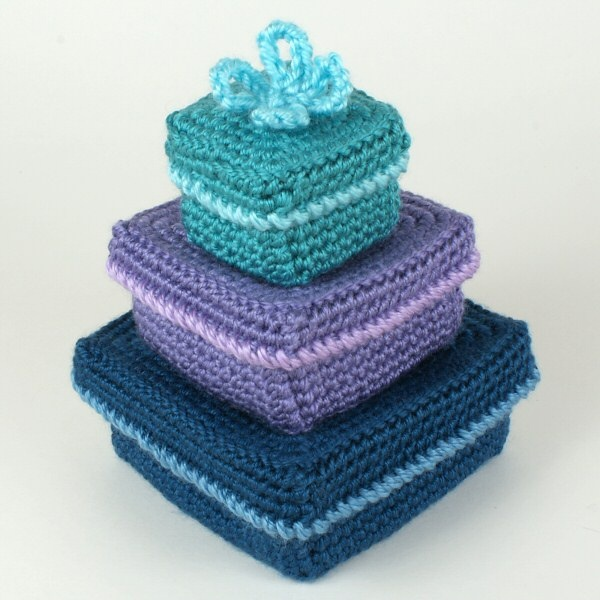crocheted square gift boxes