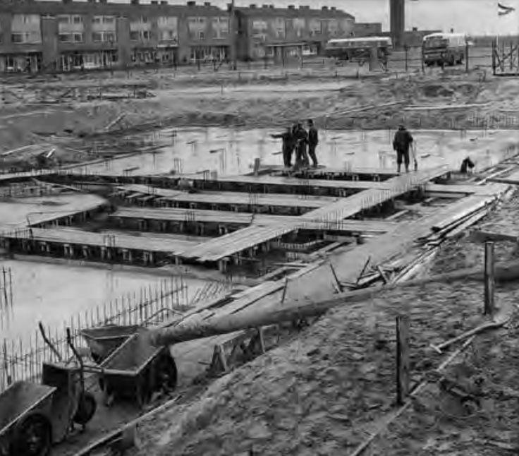 De Meerpaal in Dronten in aanbouw in 1966