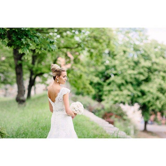 SÅ VAKKER 💕🌸 #brud #bryllup #bryllupsfotograf #brudekjole #sommerbryllup #momentstudio #beautiful #bride #weddingphotography