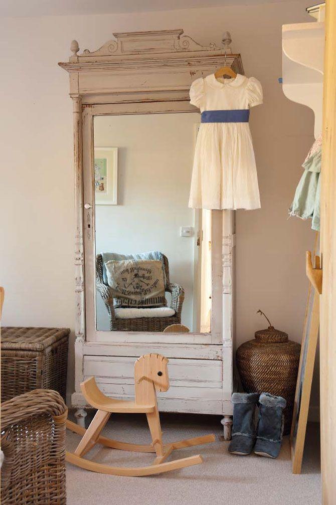 armoire pour la salle de bain..couleur, mirroir, porte..