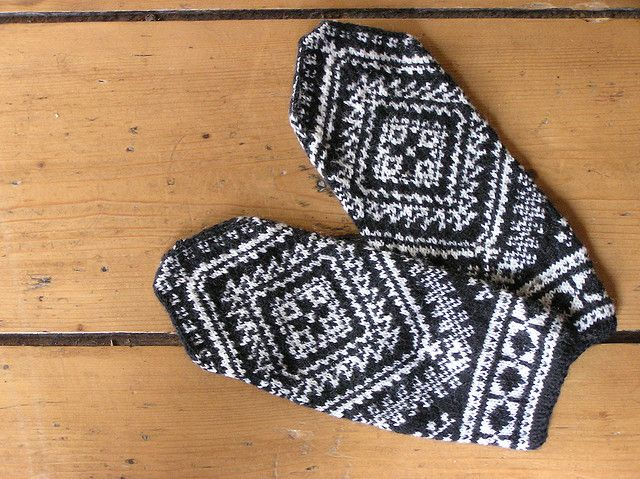 Ravelry: The Greek Mitten pattern by Marcia Lewandowski