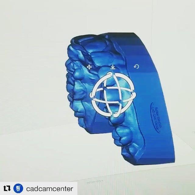 Simplesmente acho fascinante a digitalização 3D scanneamento 3D e o sistema CAD/CAM!! Sem dúvidas são o futuro da odontologia!!! Com esse software podemos diminuir a taxa de erros chegando mais perto da perfeição em resultados estéticos!! Além de nos ajudar como guia cirúrgico modelo de estudo e muito mais! #Repost @cadcamcenter with @get_repost  Digital Waxup - 3D printing #moonray @cadcamcenter . . . . . .  #cadcammiami #cadcamcenter #cerec #dentalstudent #teeth #dental #odontologia…