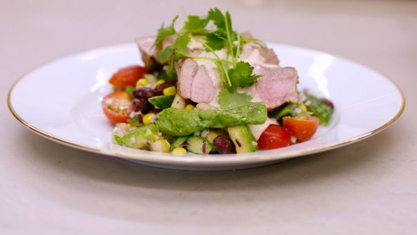 Eén - Dagelijkse kost - gegrilde spiering met Mexicaanse salade en een kruidige dipsaus
