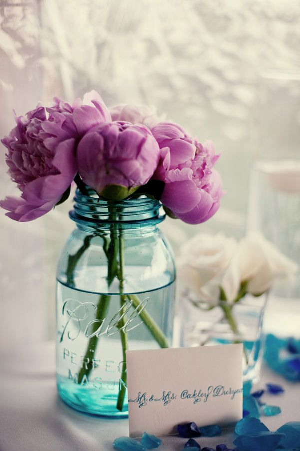 Simple & pretty...love the idea of only one type of flower in each container