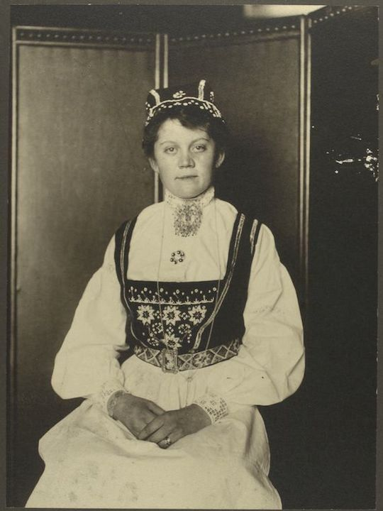 What America's Immigrants Looked Like When They Arrived On Ellis Island. A Norwegian woman. Portraits from Ellis Island, Augustus Sherman.