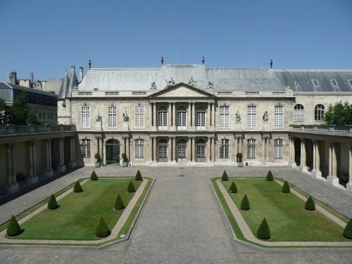 Vue panoramique de l'hôtel de Soubise et de sa cour.  Le musée des Archives nationales fut installé dans l'hôtel de Soubise par Napoléon III en 1867.   © Archives nationales / France