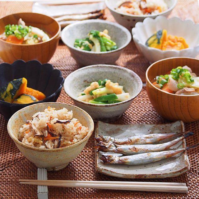 2016/3/28 月 #晩ごはん ・ ✳︎きのこの炊き込みご飯 ✳︎ししゃも ✳︎かぼちゃの煮物 ✳︎わけぎのぬた ✳︎豚汁 ・ 今夜はザ・和食!でした◡̈⋆ ・ コメントお返しお休みします👷🏻 いつもありがとうございます🕊 ・
