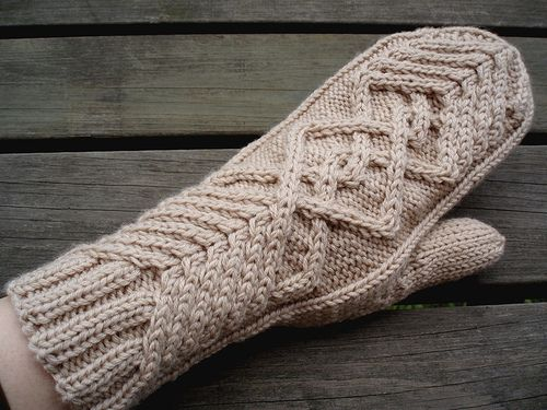 Chevalier Mittens - Free Pattern.  LOVE