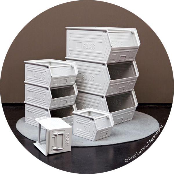 bacs à bec empilables en métal avec poignées pour tout stocker en vente exclusivement chez Serendipity http://www.serendipity.fr/casier-de-stockage-40-Kg-laque-craie/20-1566/p